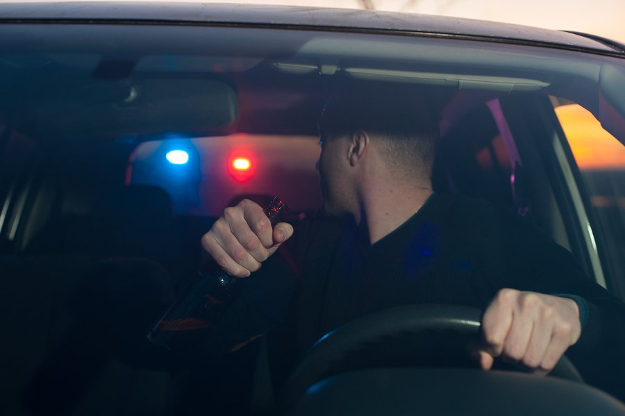 Los Angeles DUI lawyers - Male drunk driver chased by police. Driving under alcohol influence